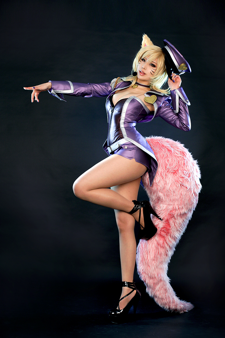 Popstar Ahri League Of Legends Cosplay | Art-of-LoL