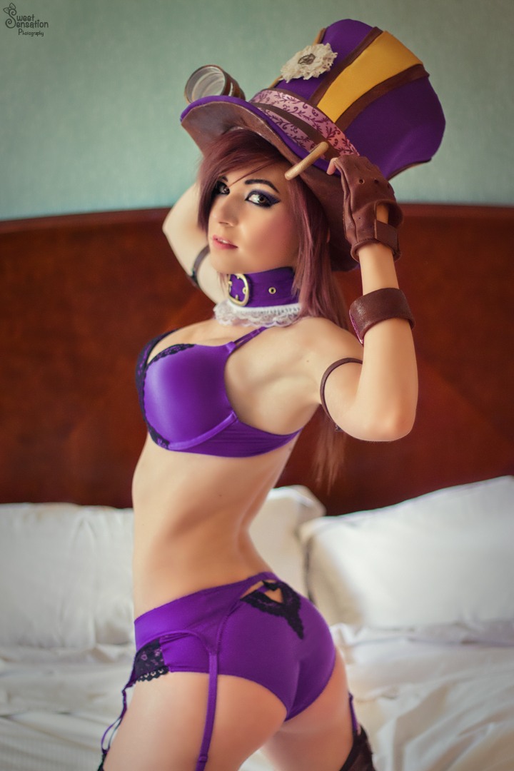 Hottest league of legends cosplay